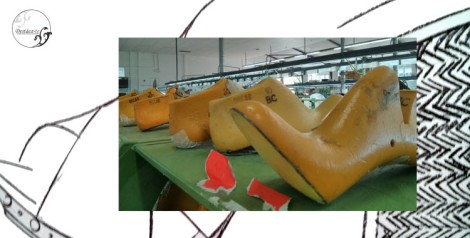 Detalle de uno de los bocetos y del material que se usa en Magrit para crear y dar forma a sus zapatos