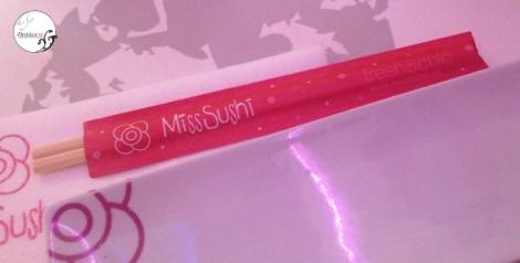 Así da la bienvenida Miss Sushi a sus clientes