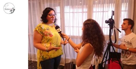 Concediendo entrevistas a los medios que asistieron al casting