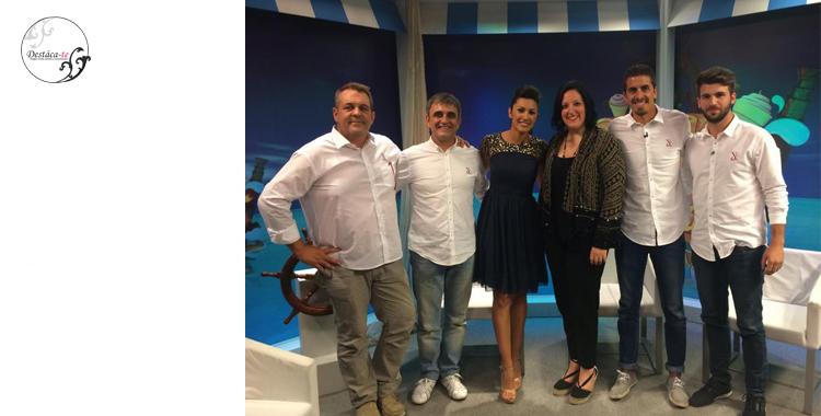 El equipo con la presentadora de La Mar Salà