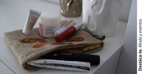 Productos de belleza que no faltan en mi bolso. Paloma Silla Destaca-te