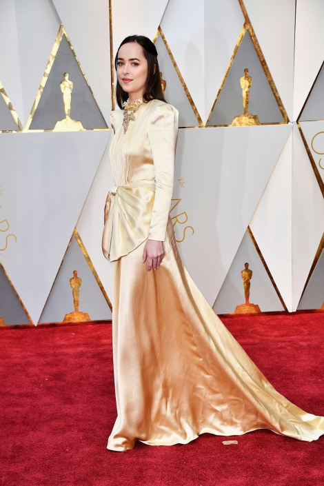 dakota-johnson-gucci-oscar-2017-fotos-vogue-getty-images