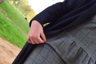 Destaca-te Paloma Silla abrigo, top y mayas cuadro escocés curvy asesoria imagen volante