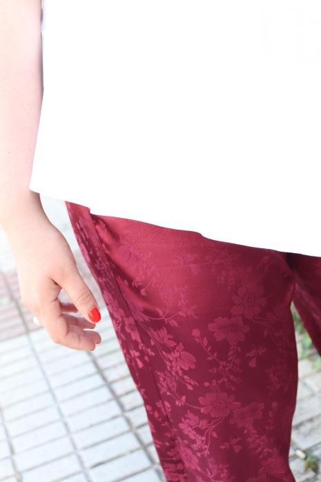 Paloma Silla Destaca-te asesoria de imagen moda tallas grandes curvy pantalón satén granate flores