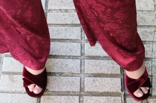 Paloma Silla Destaca-te asesoria de imagen moda tallas grandes curvy pantalón satén y volante sandalia granate