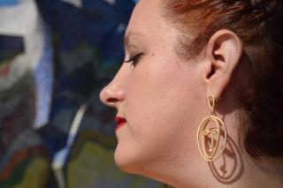 Paloma Silla Destaca-te asesoria de imagen tallas grandes pantalón floral oriental Zara dorados y ocres
